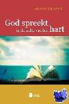 - God spreekt in de stilte van het hart